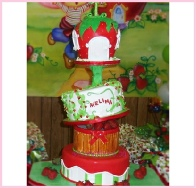 Strawberry Shortcake 3Tiers covered in fondant